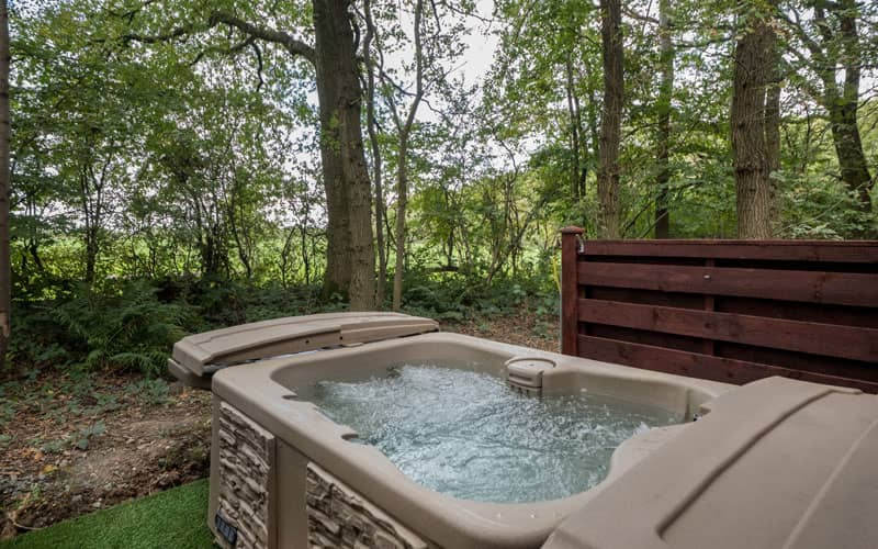 Hot tub at lodge in Ellesmere