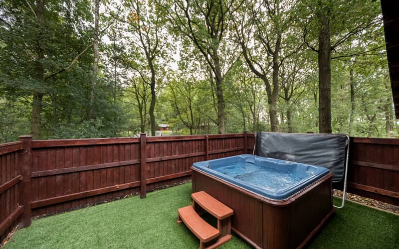 Woodland Park Holiday Lodges hot tub